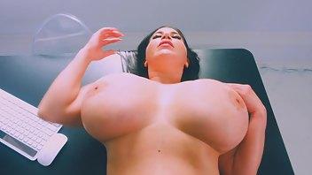 Korina Kova  nackt